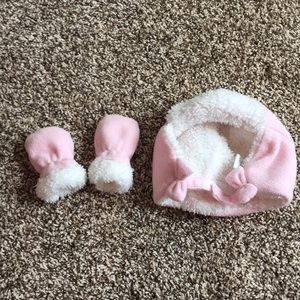 Children's Place Baby hat and gloves,